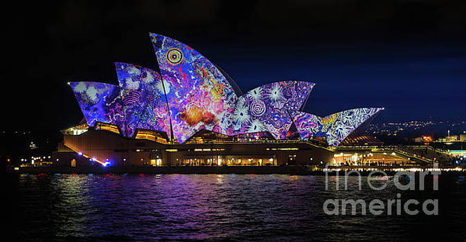 2016 Sydney Vivid 5 by Paul Woodford