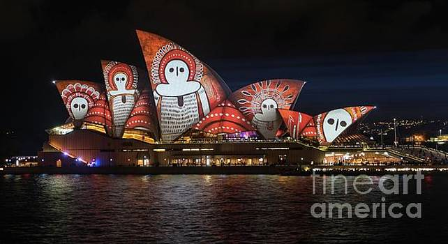 2016 Sydney Vivid 9 by Helen Woodford