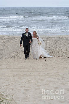 Dan Friend - wedding pictures on beach with happy couple