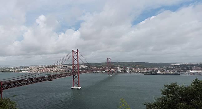 25 de Abril Bridge by Zina Zinchik