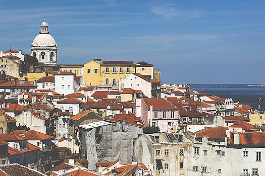Alfama by Andre Goncalves