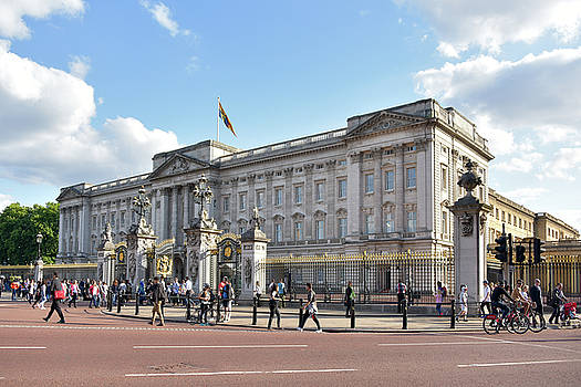 Buckingham palace by Svetlana Sewell