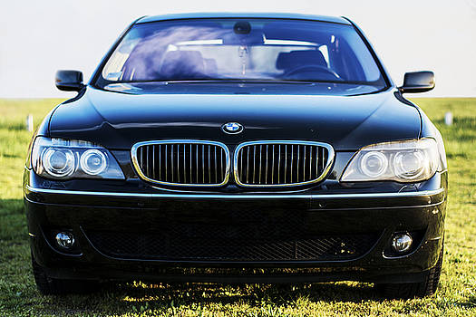 Newnow Photography By Vera Cepic - Front of BMW 750Li e66