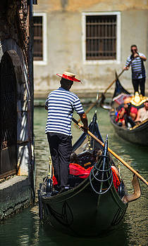 Eduardo Huelin - Gondolier plying his trade in Venice Italy