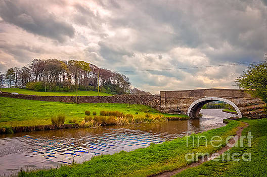 Mariusz Talarek - Leeds and Liverpool canal in Low Bradley
