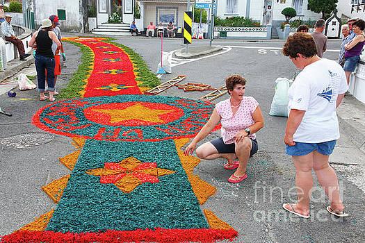 Making flower carpets by Gaspar Avila