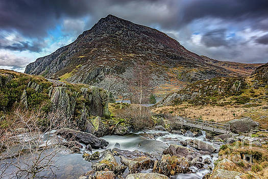 Pen yr Ole Wen Mountain by Adrian Evans