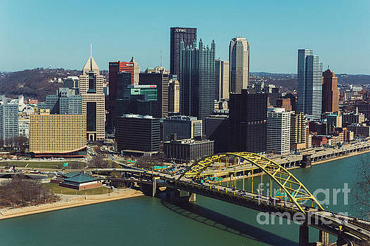 Pittsburg skyline by Maxwell Dziku
