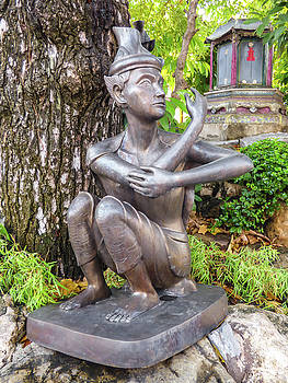 Reusi Dat Ton statue at famous Wat Pho Temple by Helissa Grundemann