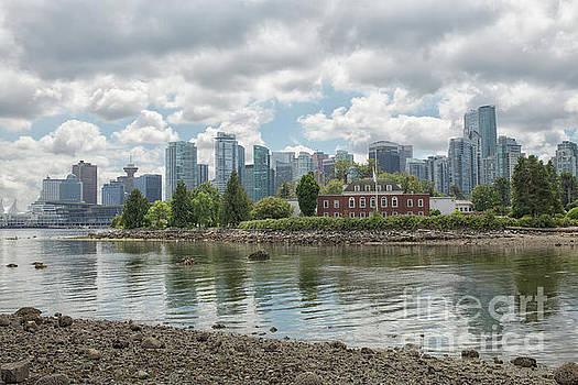 Vancouver skyline by Patricia Hofmeester