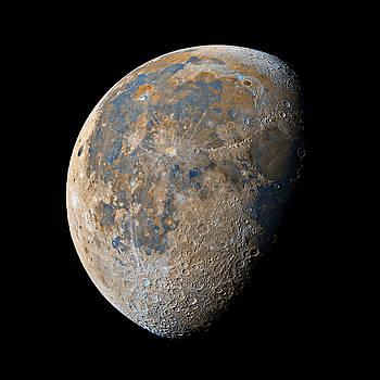 Waning Gibbous Moon / Day 20 by Bartosz Wojczynski