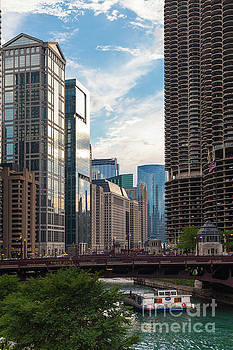 Chicago by Juan Silva