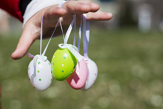 Newnow Photography By Vera Cepic - Colorful Easter eggs in toddlers hands