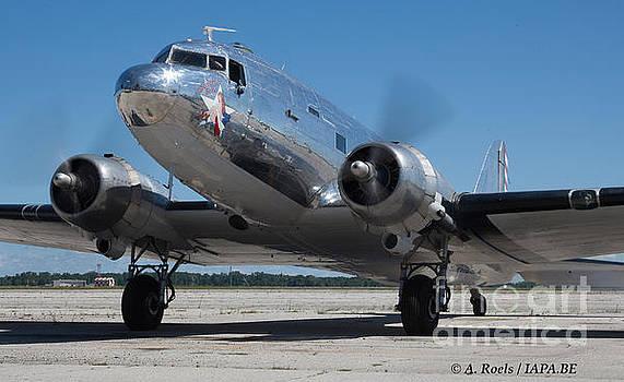 Douglas DC-3 Dakota   by Antoine Roels