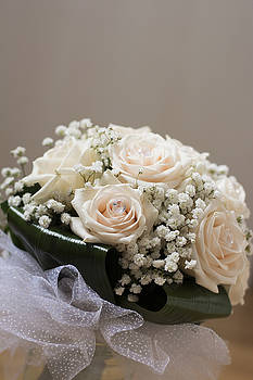 Newnow Photography By Vera Cepic - White wedding bouquet