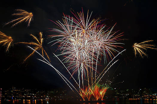 4th of July Fireworks Display from the Barge Portland Oregon by David Gn
