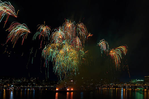 4th of July Fireworks from the Barge Portland Oregon by David Gn