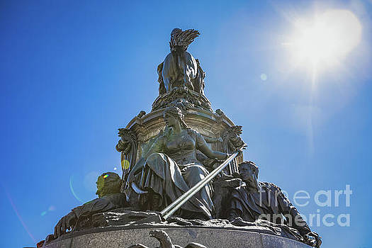 George Washington Monument in Philadelphia by Leslie Banks