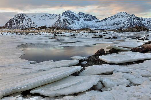 Leknes, Lofoten - Norway by Joana Kruse