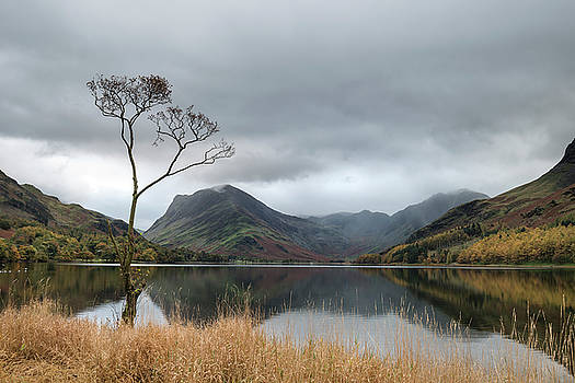 Stuning Autumn Fall landscape image of Lake Buttermere in Lake D by Matthew Gibson