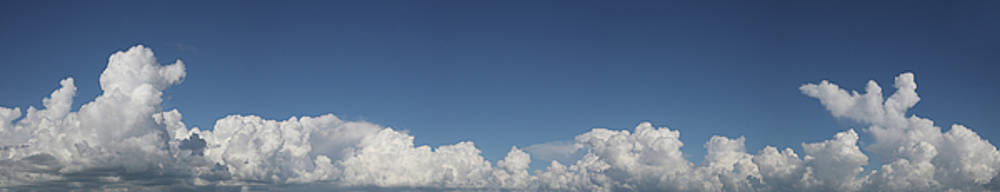 Fluffy clouds 1 by Les Cunliffe