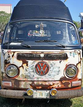 72 VW Bus by Laurie Perry