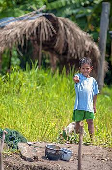 Eduardo Huelin - Local kids posing for camera in Loreto Peru