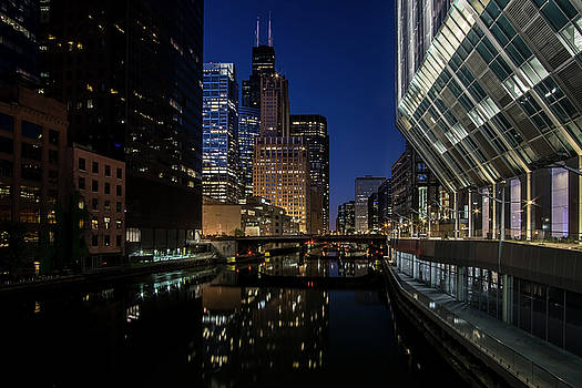 A Chicago River and Skyline at blue hour by Sven Brogren