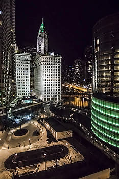 A nighttime look at Chicago's Wrigley building by Sven Brogren