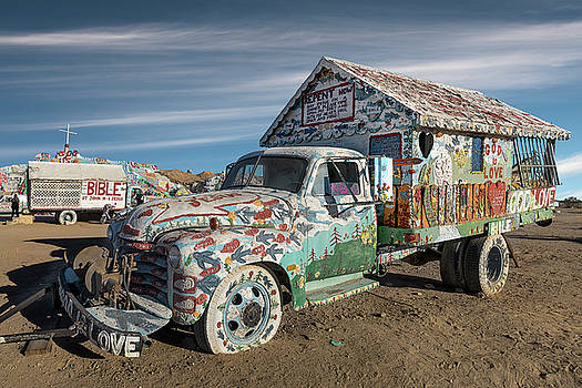 A truck decorated by folk artist Leonard Knight  by Gary Warnimont