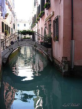 Leslie Rhoades - A Venice Street