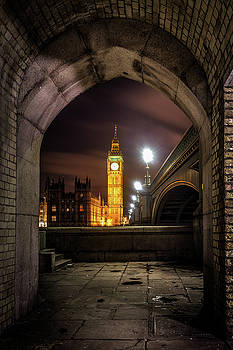 A view of The Tower of Parliament. by Kelvin Trundle