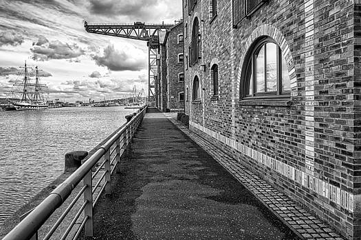 Jeremy Lavender Photography - A walk around Town in Greenock, Scotland