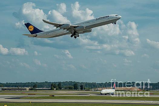 Reid Callaway - A Way Home Lufthansa Airlines Airbus 340-300 Atlanta Airport Art