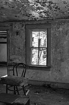 Abandon House Living Room by Betty Pauwels