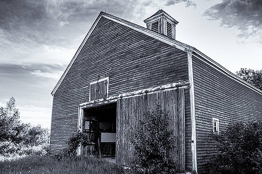 Abandoned barn by Connor Koehler
