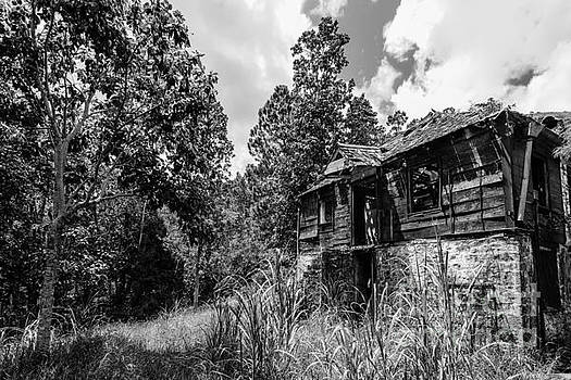 Abandoned - Blue Mountains by Marc Evans