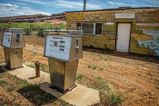 Abandoned gas station by Janice Bennett