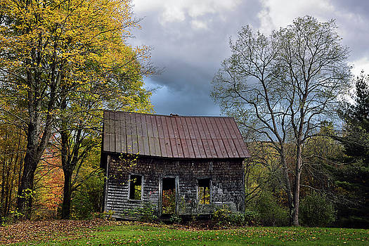 Reimar Gaertner - Abandoned house near Moss Glen Falls Stowe Vermont in the Fall