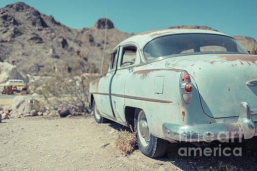 Edward Fielding - Abandoned old blue car in the Nevada Desert
