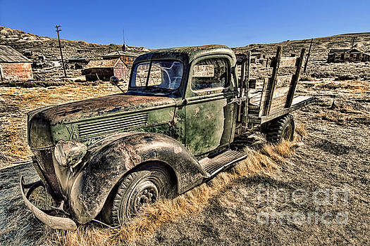 Abandoned Truck by Jason Abando
