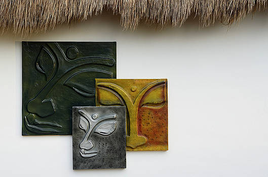 Reimar Gaertner - Abstract relief pictures of faces on a white wall in Mexico
