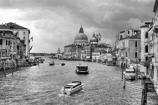Afternoon traffic on the Grand Canal by John Hoey