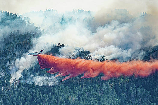 Air Tanker on Crow Peak Fire by Bill Gabbert