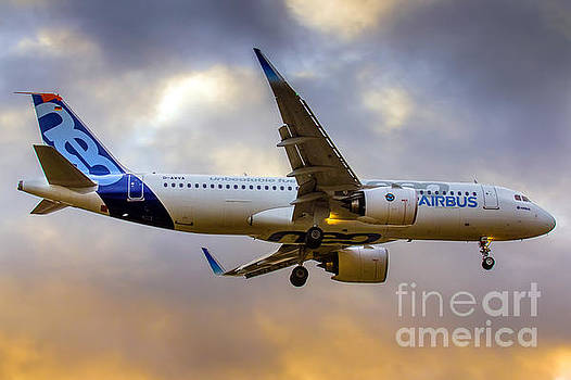 Airbus A320neo  by Felix Bahamonde