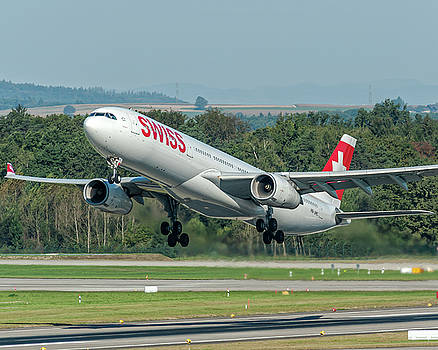 Airbus A330-300 Swiss Air HB-JHC by Roberto Chiartano