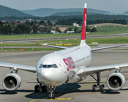 Airbus A330-300 Swiss Air HB-JHG by Roberto Chiartano