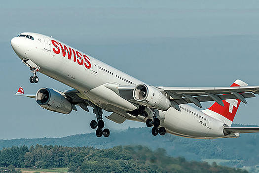Airbus A330-300 Swiss Air HB-JHN by Roberto Chiartano
