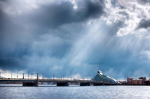 Akmens tilts  by Fabrizio Troiani