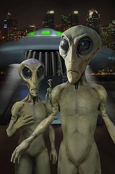 Mike McGlothlen - Alien Vacation - The Arrival